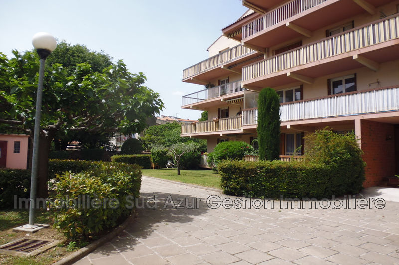 Photo Appartement Solliès-Pont   achat appartement  5 pièces   105m²