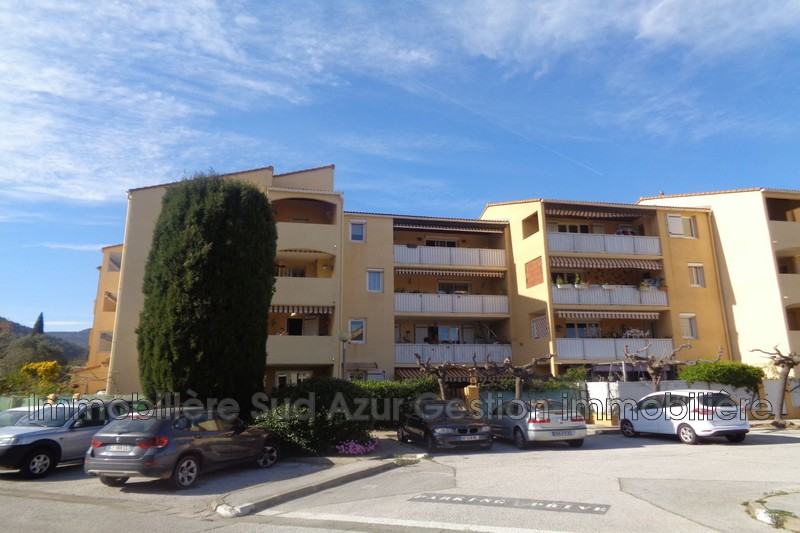 Photo n°3 - Vente appartement Solliès-Pont 83210 - 170 000 €