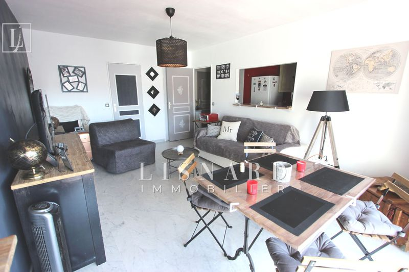 appartement  1 room  Vallauris   33 m² -