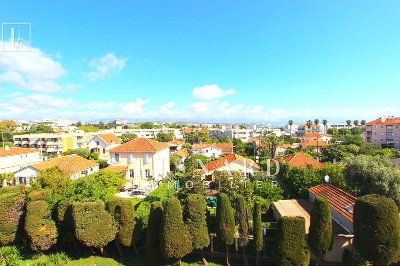 appartement  4 pièces  Antibes   71 m² -