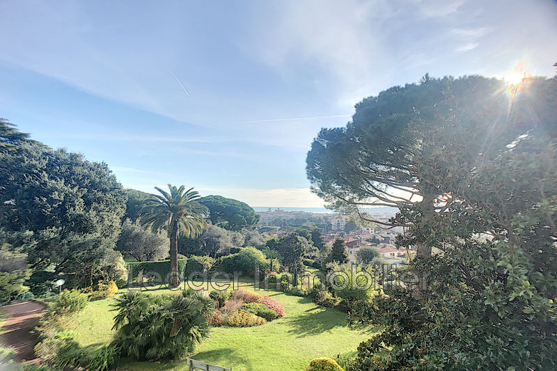 appartement  3 pièces  Antibes   90 m² -
