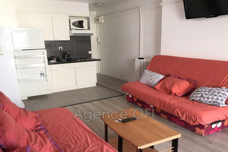 Photo Apartment Juan-les-Pins Centre-ville,  Hire apartment  2 room   35m²