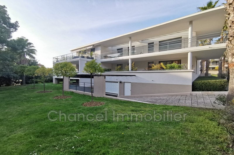 Photo Apartment Juan-les-Pins Bord de mer,   to buy apartment  3 room   68 m²