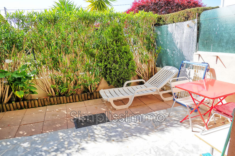appartement  1 room  Golfe-Juan Close ti the beaches  27 m² -