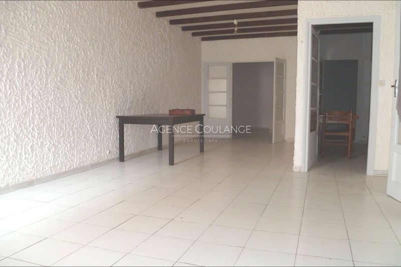 Photo Appartement La Ciotat Centre-ville,  Location appartement  3 pièces   56 m²