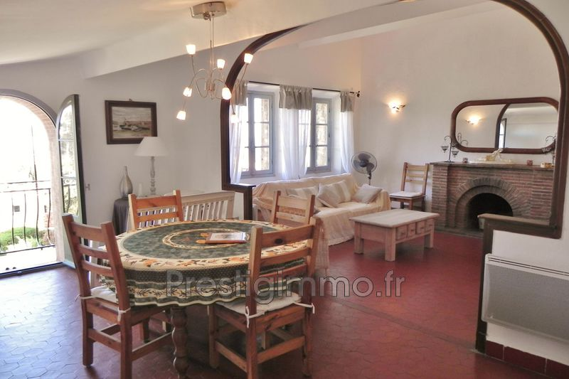 Photo Appartement Mandelieu-la-Napoule Village,  Location appartement  3 pièces   60 m²