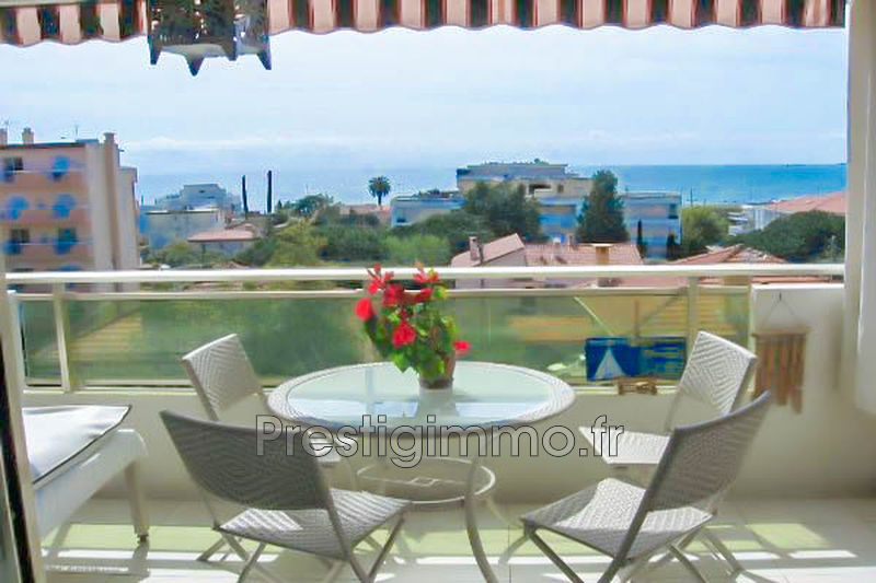 Apartment Juan-les-Pins Bijou plage,  Rentals apartment  2 rooms   33 m²
