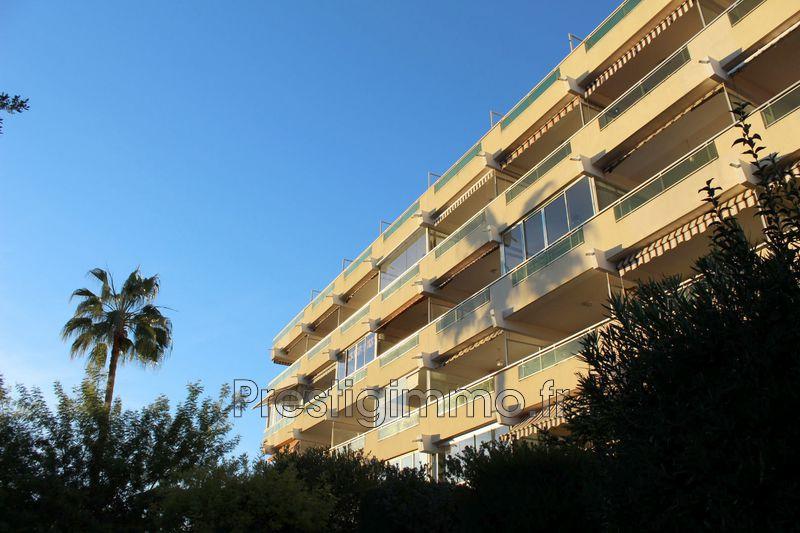Appartement Juan-les-Pins Bijou plage,  Location appartement  2 pièces   33m²