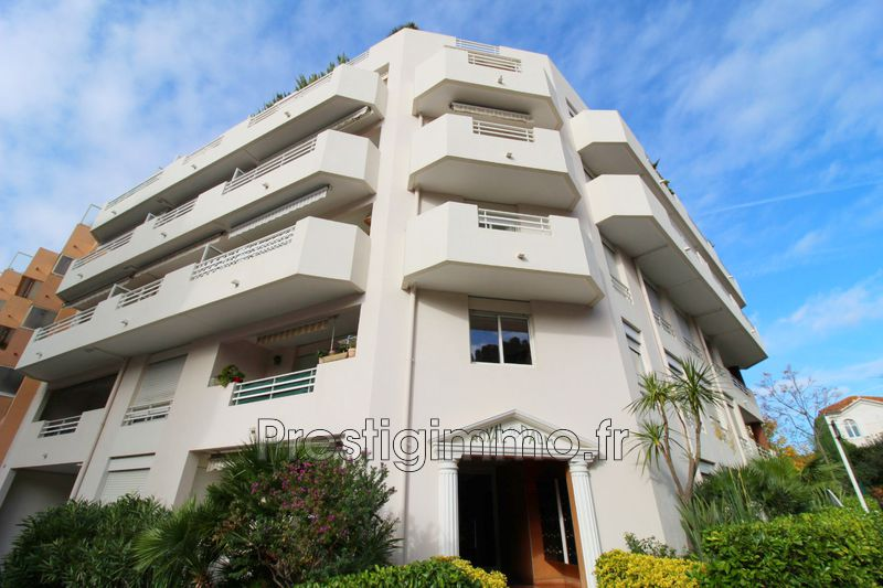 Apartment Juan-les-Pins Centre-ville,  Rentals apartment  2 rooms   47 m²