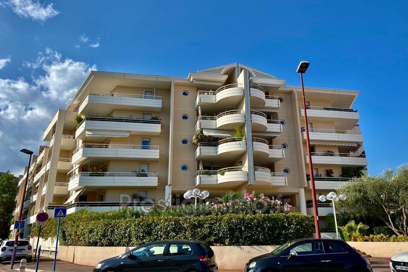 Appartement Mandelieu-la-Napoule Centre-ville,  Location appartement  1 pièce   32m²