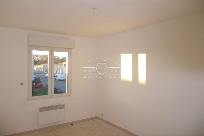 Photo Apartment Saint-Martin-de-Crau Saint-martin-de-crau,   to buy apartment  3 rooms   60m²