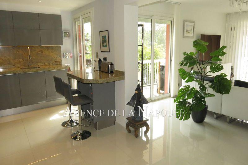 Photo Appartement Mandelieu-la-Napoule La napoule,   achat appartement  4 pièces   112m²