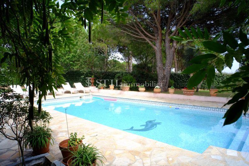Location saisonnière villa Grimaud  Villa Grimaud Proche plages,  Location saisonnière villa  4 chambres   160m²