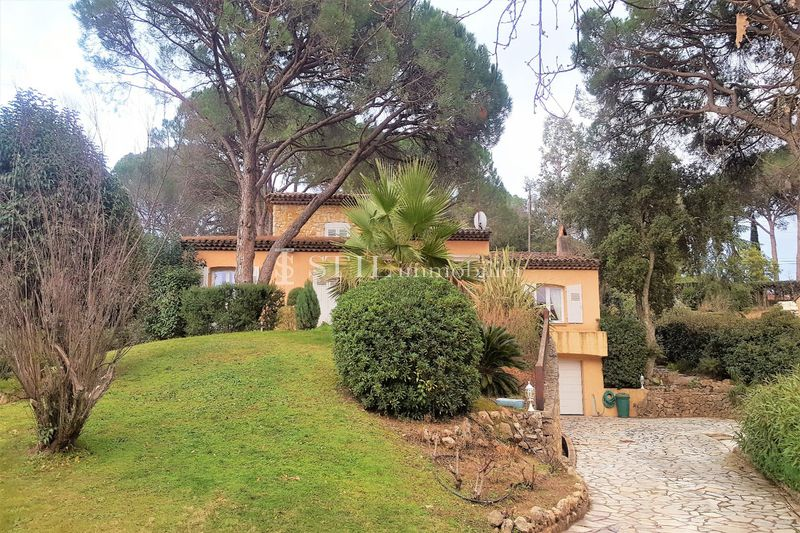 Photo Villa Saint-Raphaël Proche centre-ville,   to buy villa  3 bedrooms   170 m²