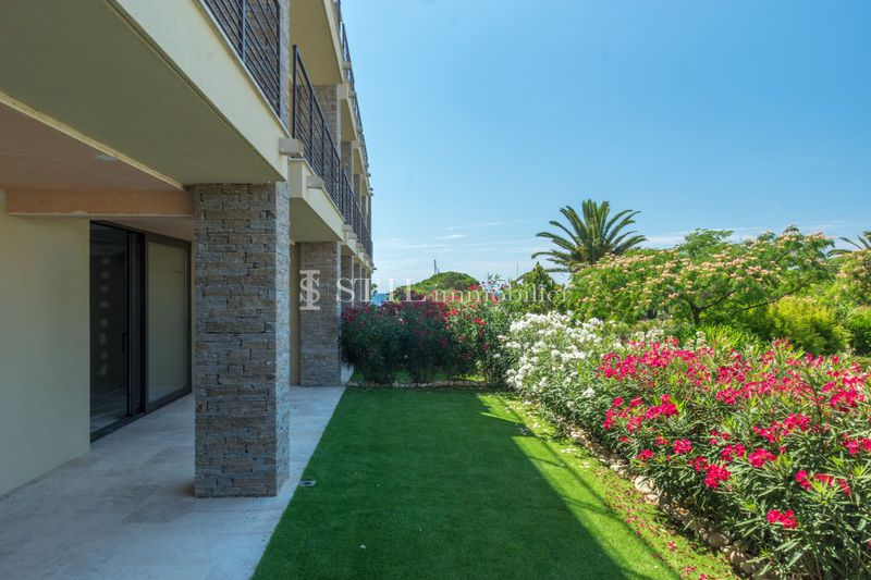 Photo Apartment Les Issambres Bord de mer,   to buy apartment  3 rooms   59 m²