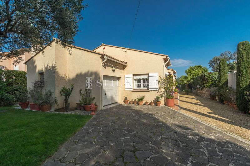 Vente villa Sainte-Maxime  Villa Sainte-Maxime Centre-ville,   to buy villa  3 bedroom   137 m²