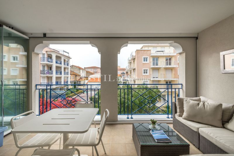 Vente appartement Sainte-Maxime  Apartment Sainte-Maxime Centre-ville,   to buy apartment  2 rooms   52 m²