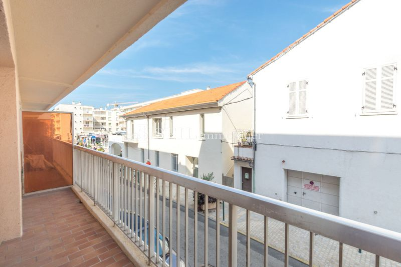 Vente appartement Sainte-Maxime  Apartment Sainte-Maxime Centre-ville,   to buy apartment  1 room   37 m²