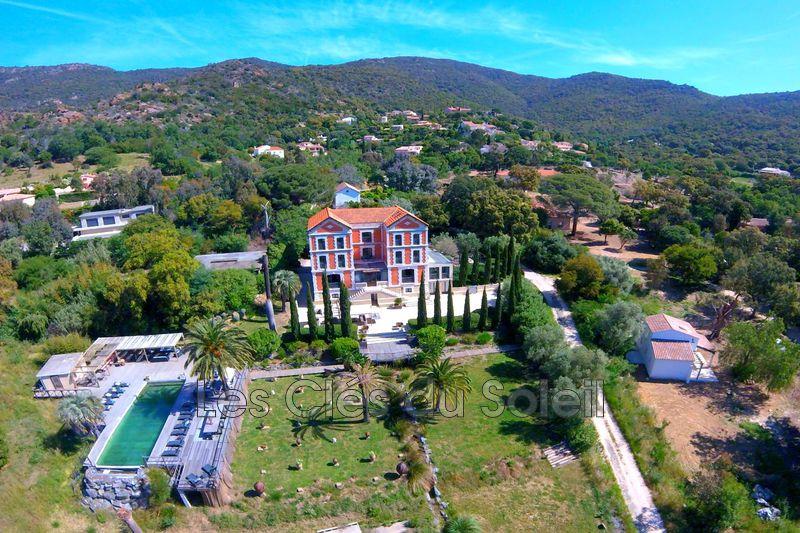 maison  11 pièces  Le Lavandou   650m² -