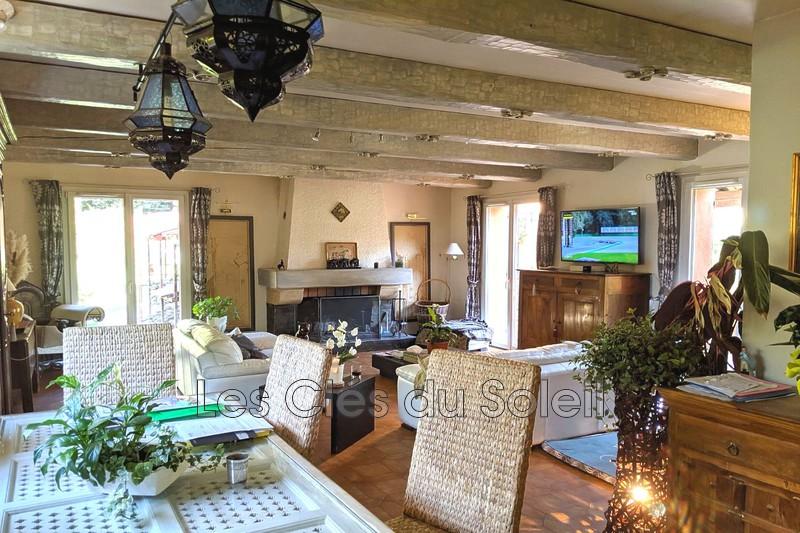 maison  6 pièces  Solliès-Toucas Route nationale  290m² -