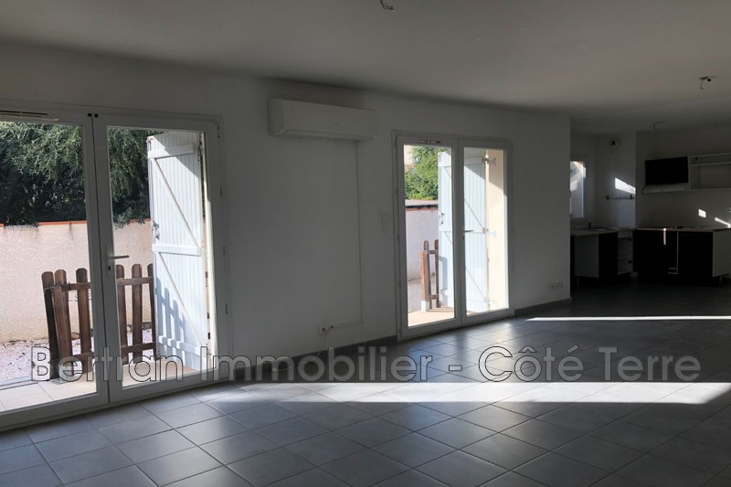 Photo Appartement Espira-de-l'Agly Village,   achat appartement  4 pièces   86 m²