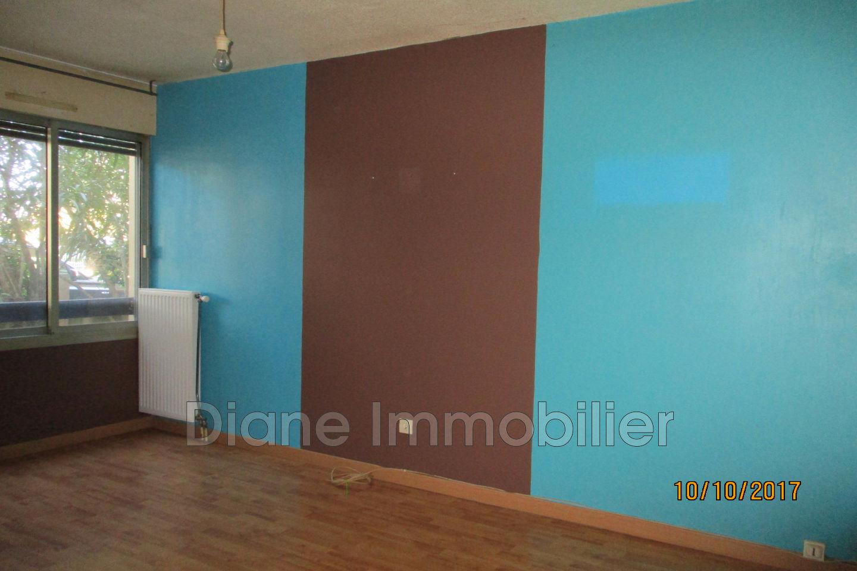 vente appartement n mes 30900 148 000. Black Bedroom Furniture Sets. Home Design Ideas