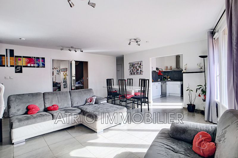 Photo Appartement Saint-Laurent-du-Var Centre-ville,   achat appartement  4 pièces   84 m²