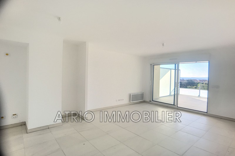 Photo n°2 - Vente appartement Saint-Laurent-du-Var 06700 - 387 000 €