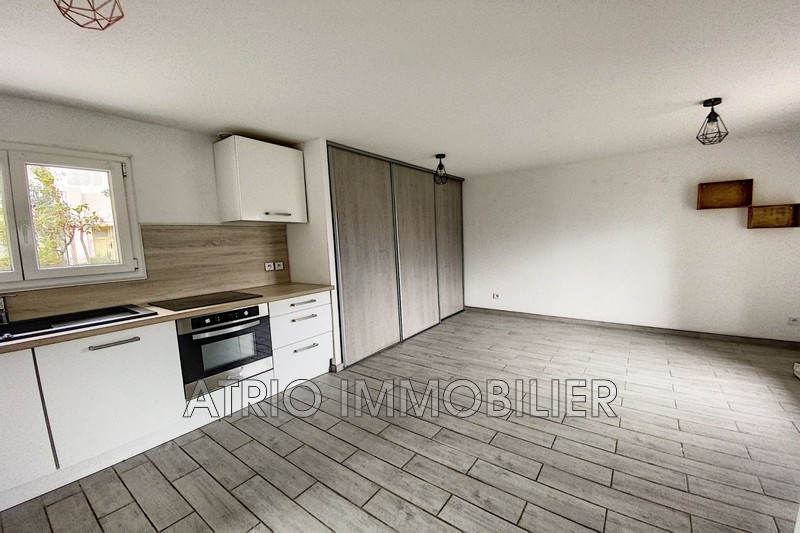 Photo Appartement Saint-Laurent-du-Var Gare,   achat appartement  1 pièce   27 m²