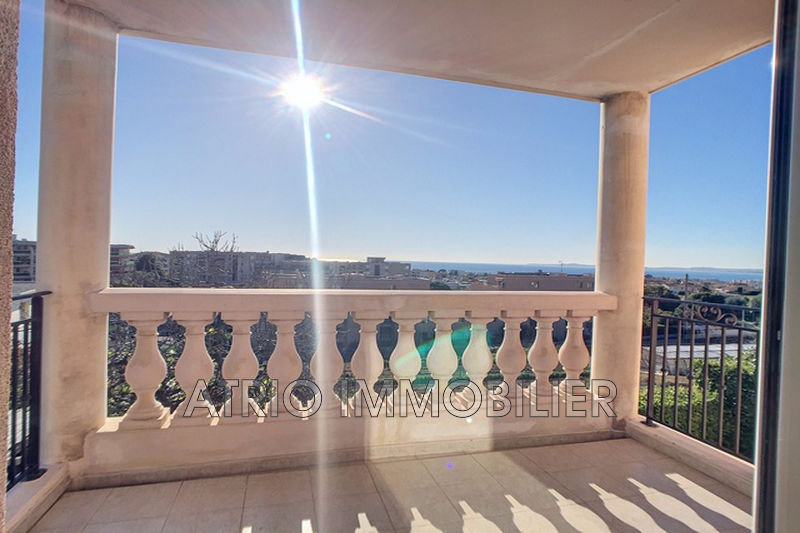 Photo n°2 - Vente appartement Saint-Laurent-du-Var 06700 - 295 000 €