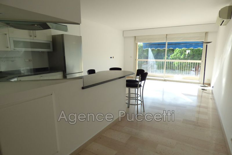 Photo Appartement Vence Centre-ville,  Location appartement  3 pièces   63 m²