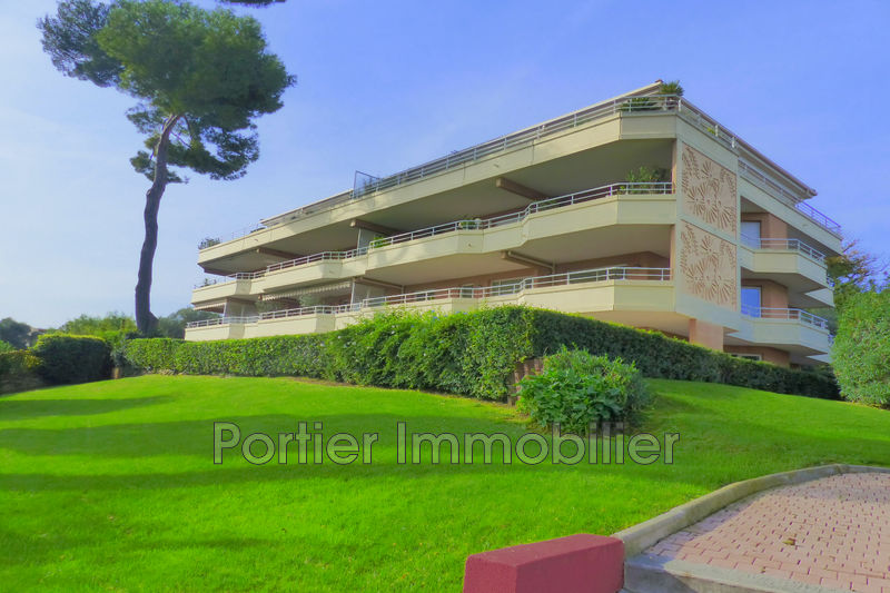 Photo Appartement Antibes Le puy,  Location appartement  5 pièces   131 m²