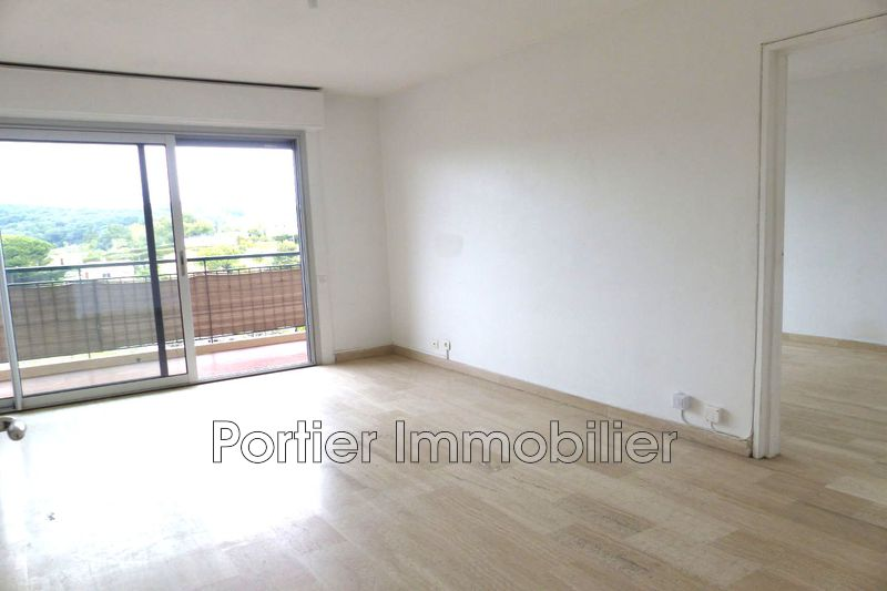 Photo Appartement Antibes Hauteurs,  Location appartement  2 pièces   53 m²