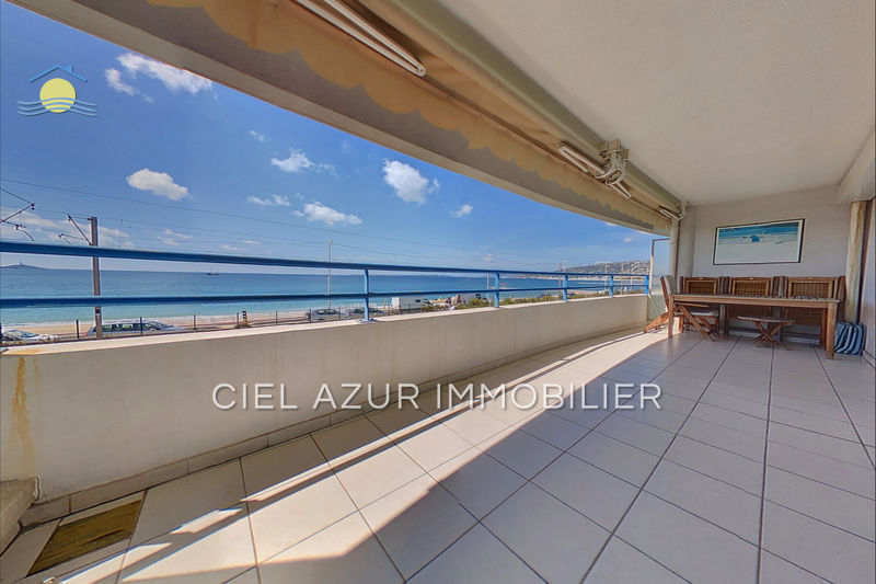 Appartement Juan-les-Pins Front de mer,  Location appartement  2 rooms   40 m²