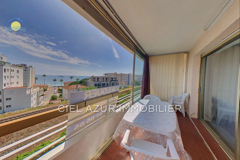 Photo Appartement Juan-les-Pins Bord de mer,  Location appartement  1 pièce   37 m²
