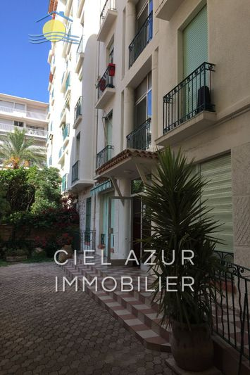 Appartement Juan-les-Pins Centre-ville,  Location appartement   49 m²