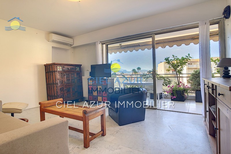 Photo Appartement Juan-les-Pins Centre-ville,  Location appartement  2 pièces   40 m²