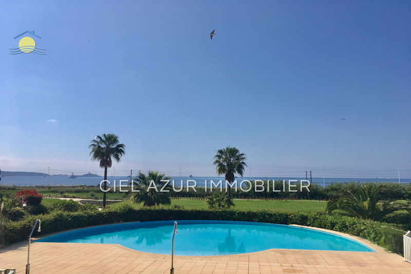 Photo Apartment Juan-les-Pins Bord de mer,   to buy apartment  2 rooms   40 m²