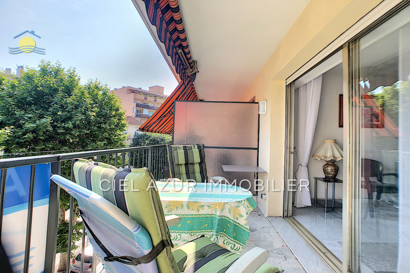 Photo Apartment Juan-les-Pins Bord de mer,   to buy apartment  3 rooms   74 m²
