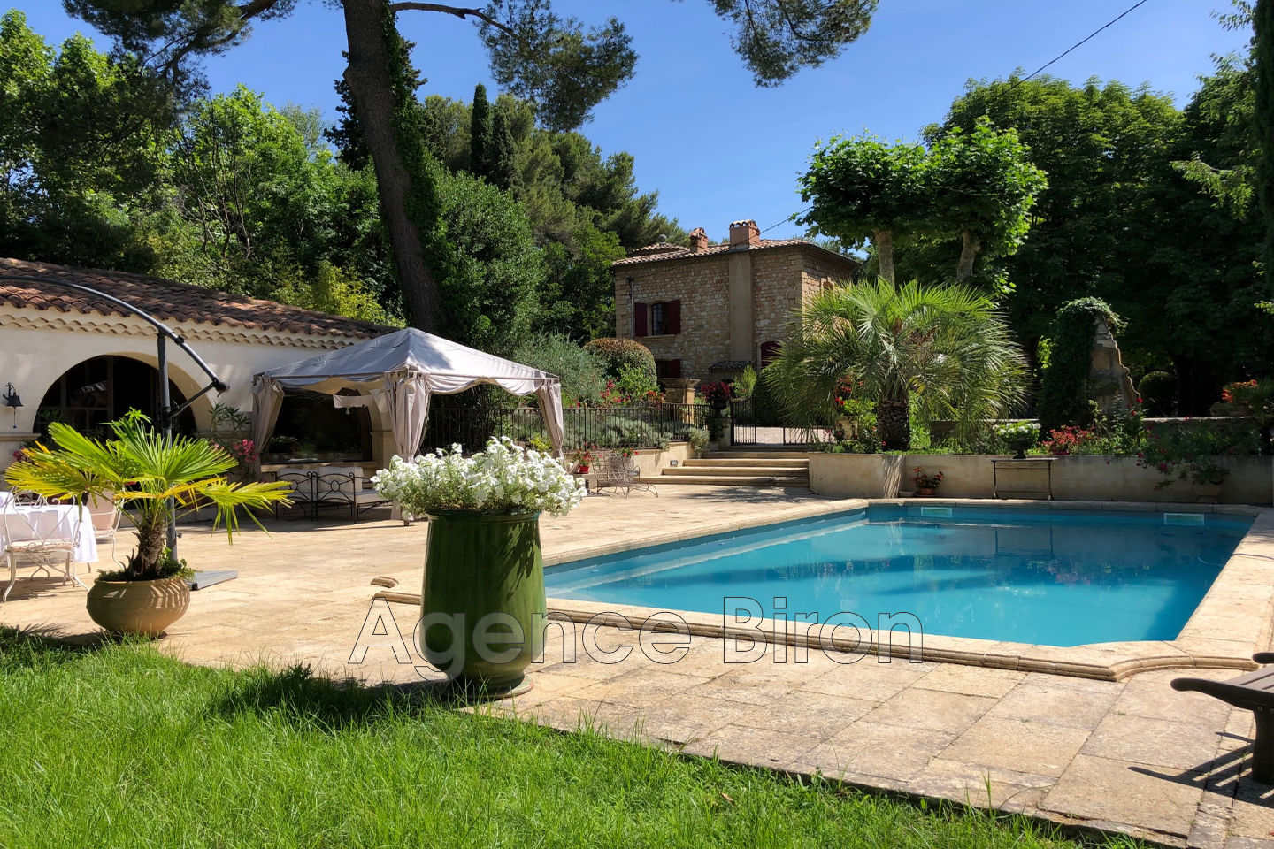 10 bedroom stone house for saleAix-en-ProvenceDowntown 10 m²