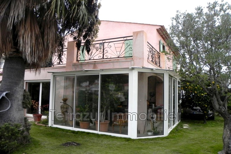 Photo Villa Golfe-Juan Très résidentiel,   achat villa  4 chambres   140m²