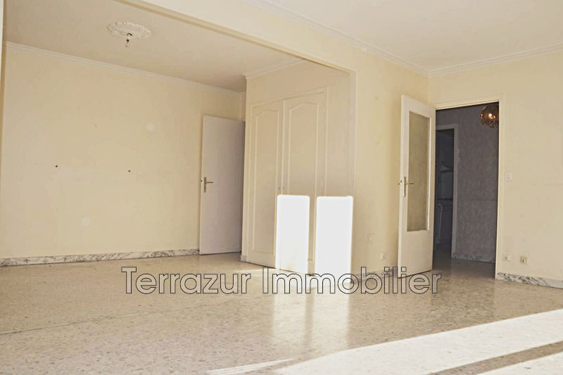 Photo Appartement Saint-Laurent-du-Var Centre-ville,   achat appartement  3 pièces   79 m²