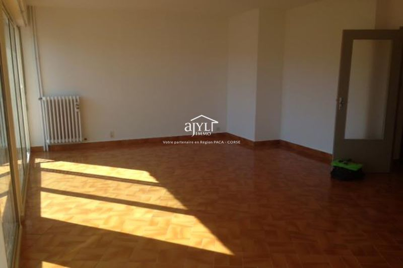 Photo Appartement Aix-en-Provence  Location appartement  3 pièces   81 m²