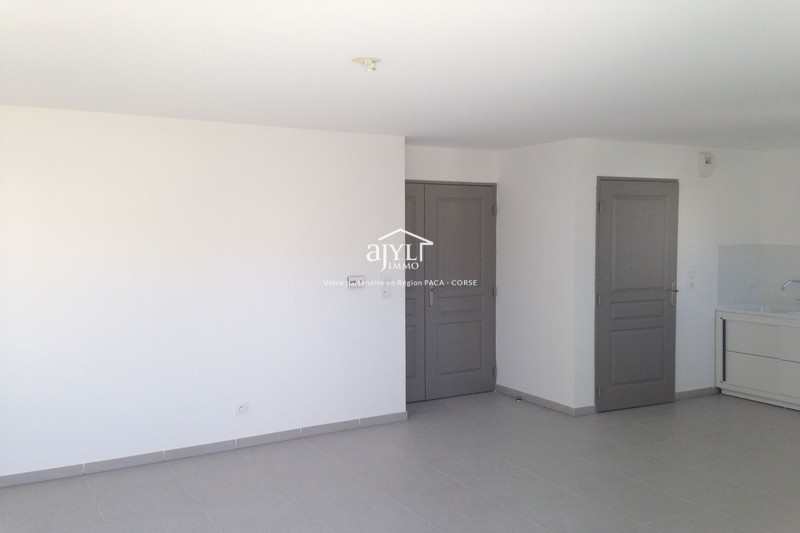 Photo n°4 - Location appartement Rognes 13840 - 918 €