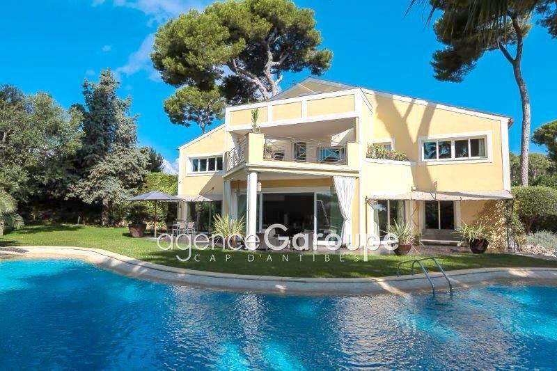 maison  10 rooms  Cap d'Antibes Close ti the beaches  450m² -