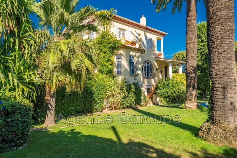 maison  8 rooms  Cap d'Antibes Downtown  239 m² -