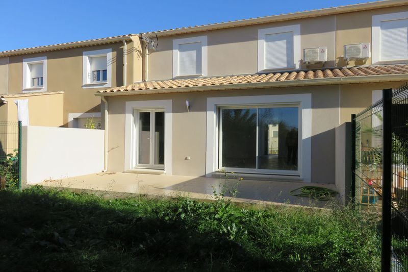 Photo Villa Montpezat  Location villa  3 chambres   103 m²