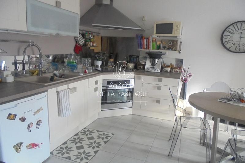 Photo Appartement Nans-les-Pins Centre-ville,   achat appartement  3 pièces   59m²