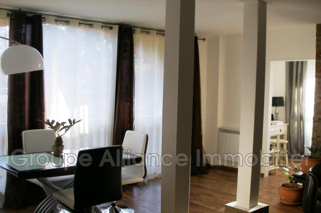 vente appartement n mes 30900 131 000. Black Bedroom Furniture Sets. Home Design Ideas