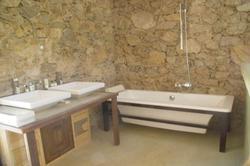 Location saisonnière bastide Le Plan-de-la-Tour salle bain ch principale